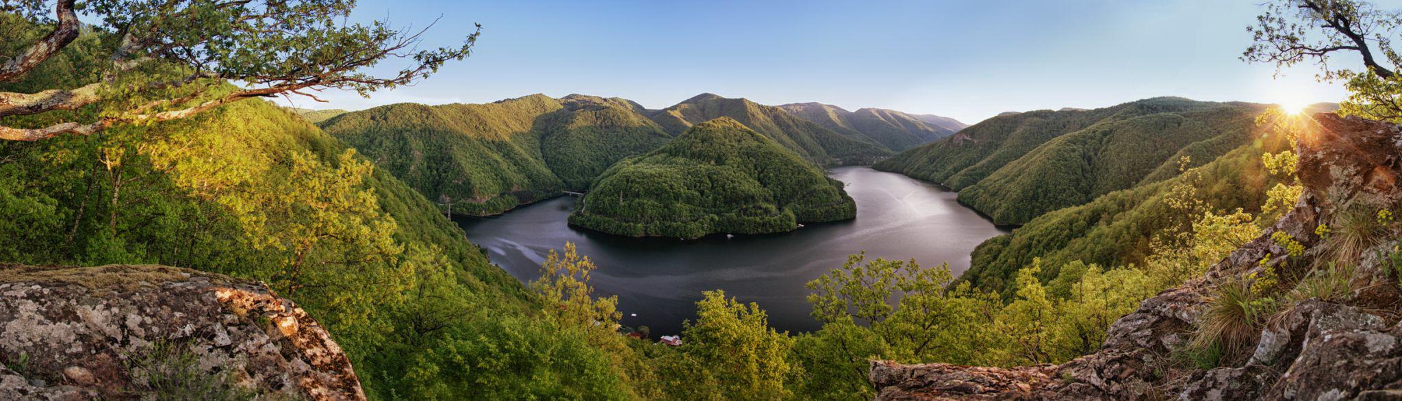 Lacul Tarnita, Piatra lui Dan