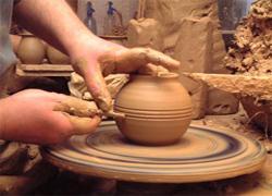 Prezentare in imagini: descriere, poze, harta, cazare, atractii–drumetii Ceramica populara din Corund Cazare
