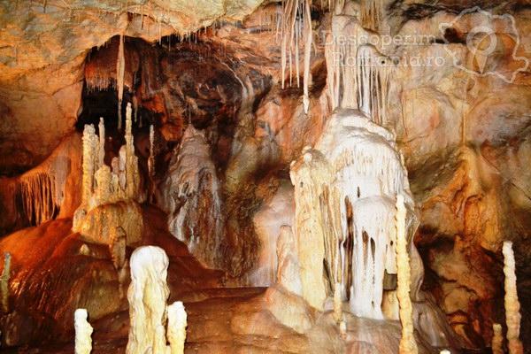 Prezentáció képekben: leírás, szállások, csomagajánlatok, programok, térkép, látványosságok Kiskoh - Medve-barlang Szállás