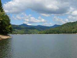 Turizmus Fernezelyi tó Szállás